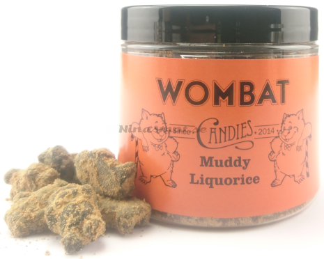 Saltlakrits rullad i lakritspulver - Wombat Candies