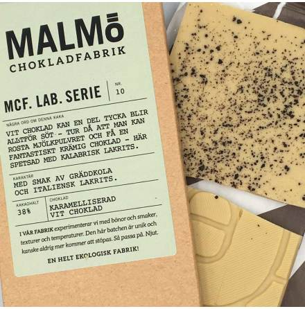 MCF Lab Serie 10: Blond lakrits 38 % karamelliserad vit choklad - Malmö Chokladfabrik