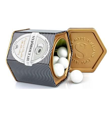 Snjóboltar – lakrits, choklad med krispigt sockerskal – Sambó Lakkris